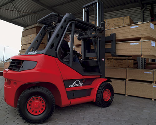Linde 396 series LP/Gas Pneumatic tire forklift