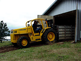 Poultry forklift, low height forklift